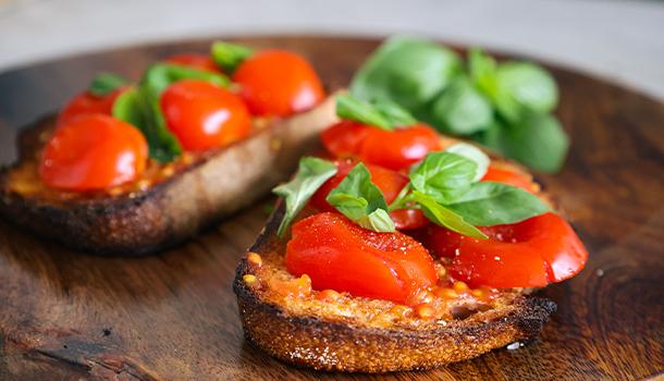 cherry tomatoes bruschetta