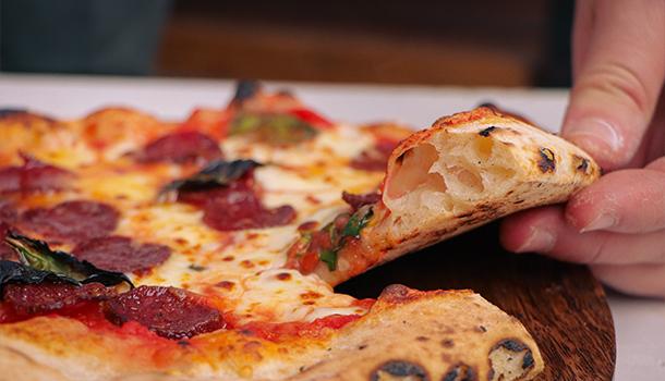 neapolitan pizza cornicione